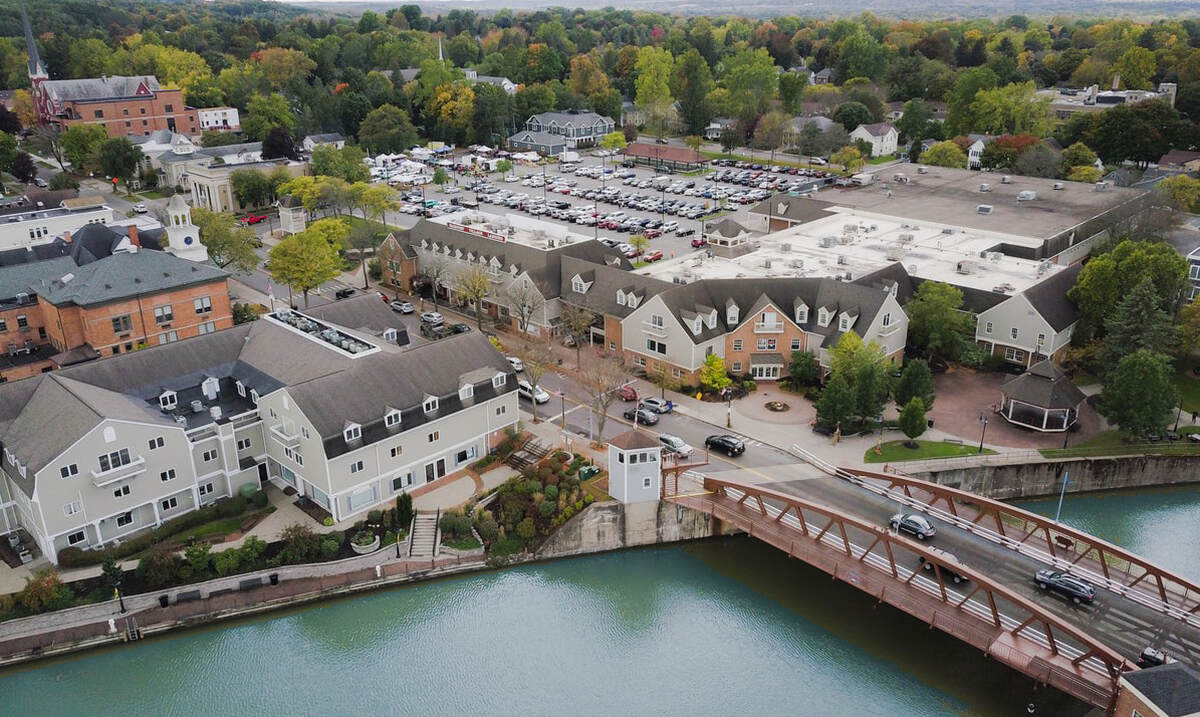 Leasing Fairport Village Landing